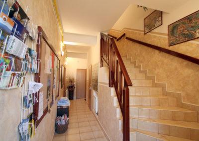 Hala, schodiště